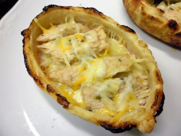 """Little puff pastry boats with White Tuna (Albacore) """"Cogote"""" Fillets"""