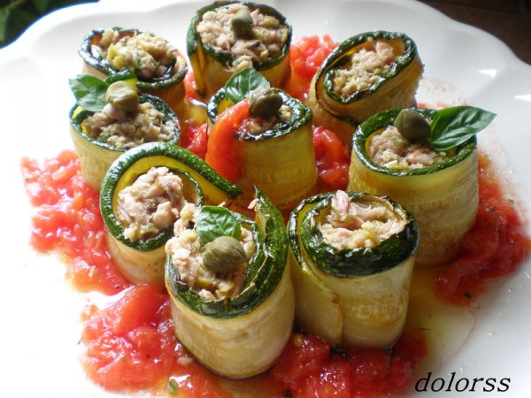 Little rolls of courgette and Yellowfin Tuna