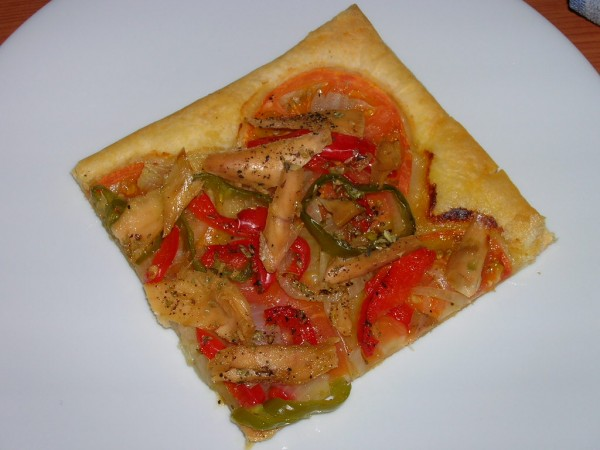 Catalan flatbread with roasted vegetables and White Tuna (Albacore)