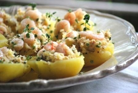 "Potatoes stuffed with White Tuna (Albacore) and little prawns ""old-style"""