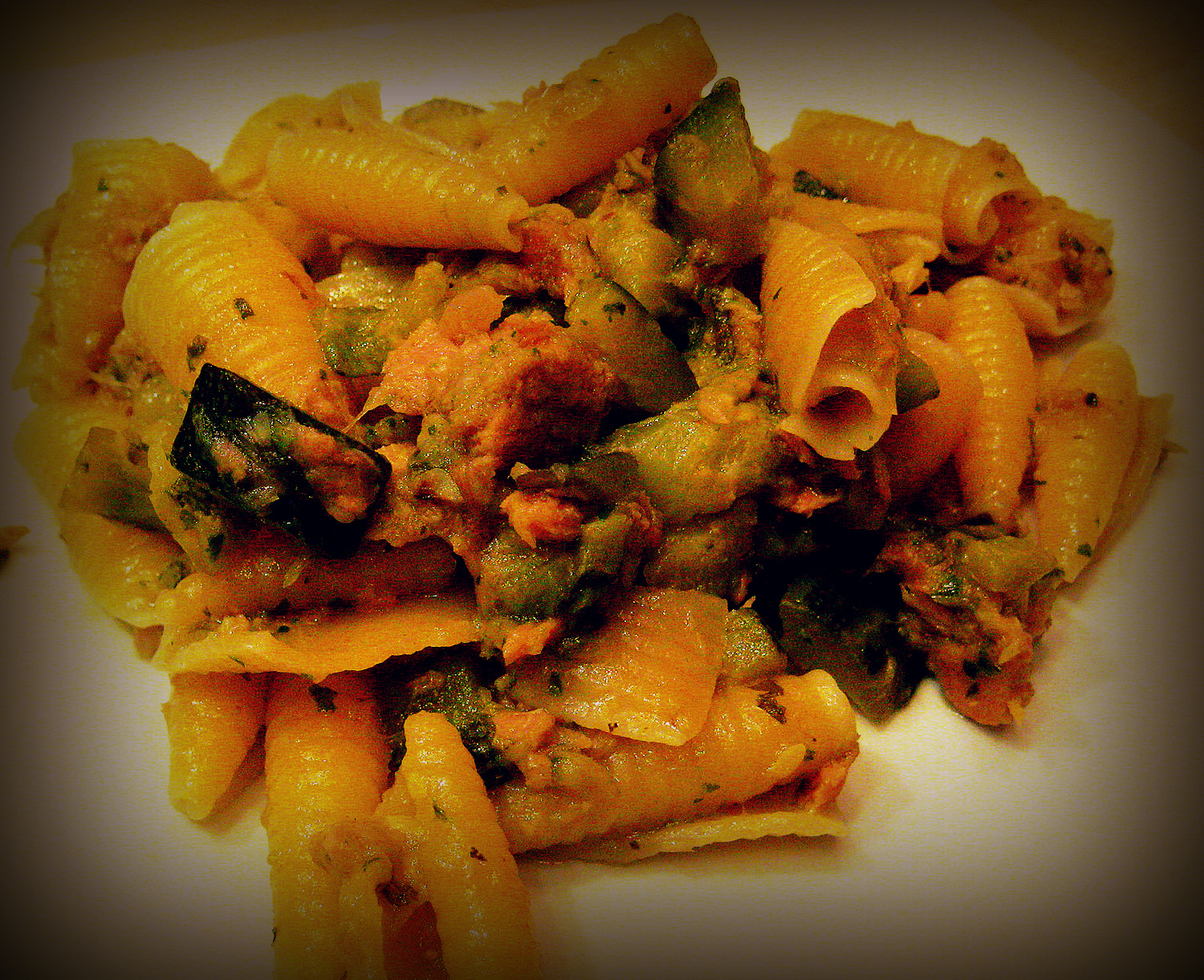 Penne with courgettes and tuna