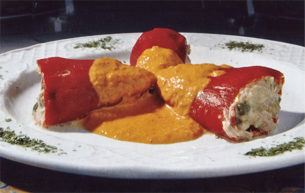 Piquillo peppers stuffed with white tuna in hot pepper sauce