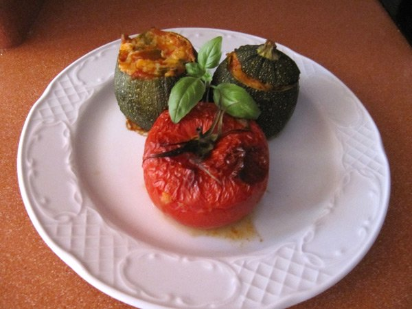 Courgettes and tomatoes filled with vegetables and White Tuna
