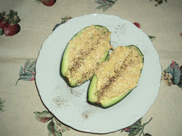 Avocados stuffed with White Tuna