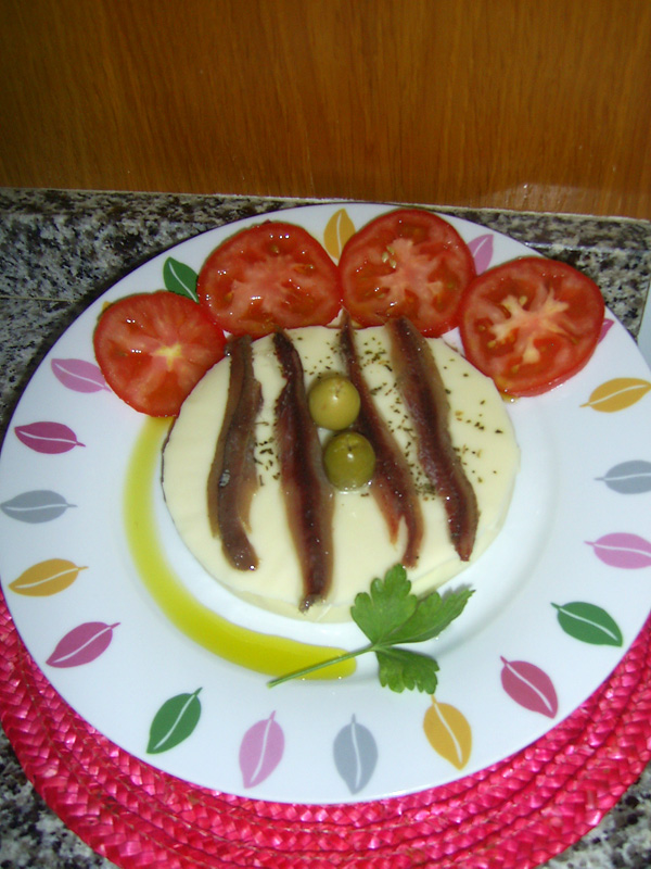 Provolone cheese and Cantabrian anchovy salad