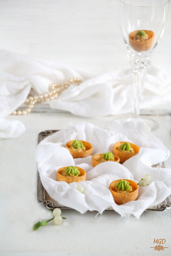 Christmas Appetizer: mussel cream with guacamole tarts