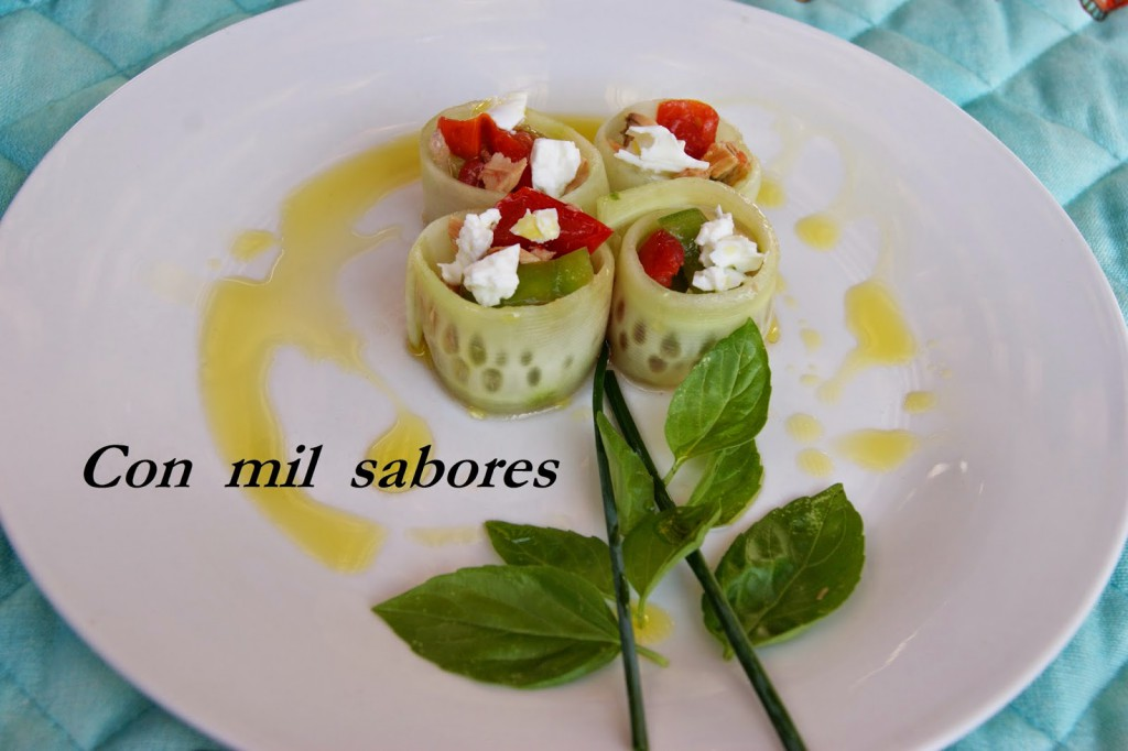 Cucumber rolls with piriñaca