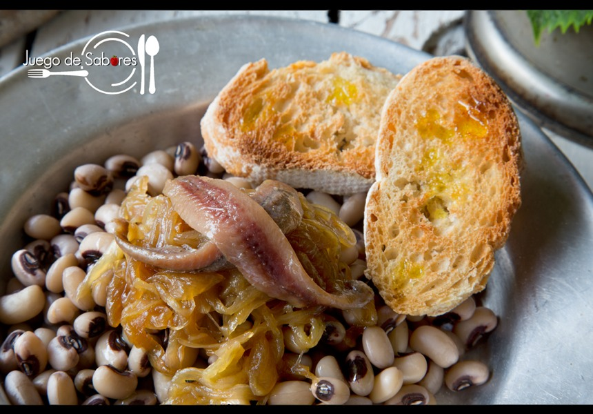Cowpeas with onion and anchovies