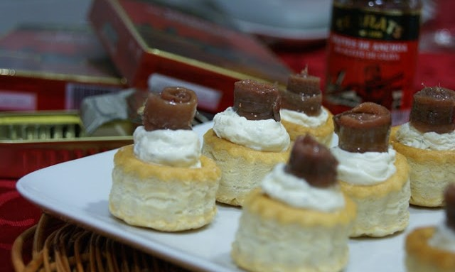 Christmas canapés: Mini vol-au-vents with anchovies and cheese with fine herbs