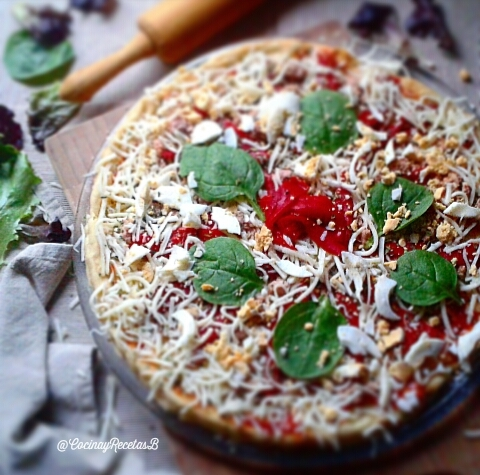 Home-made white tuna and piquillo pepper pizza