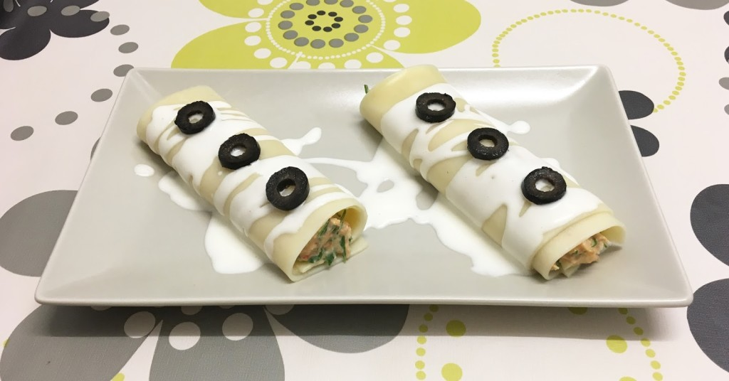 Cold tuna cannelloni and cream cheese with piquillo peppers