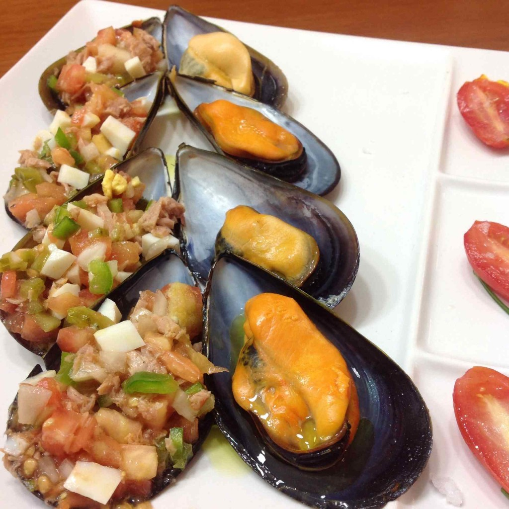 Mussel and chopped mix tapa