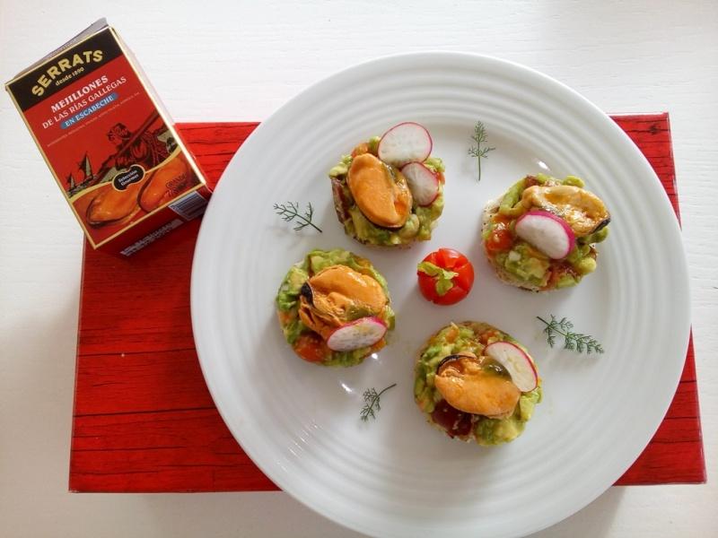 Christmas canapés: Mussel on avocado tartar