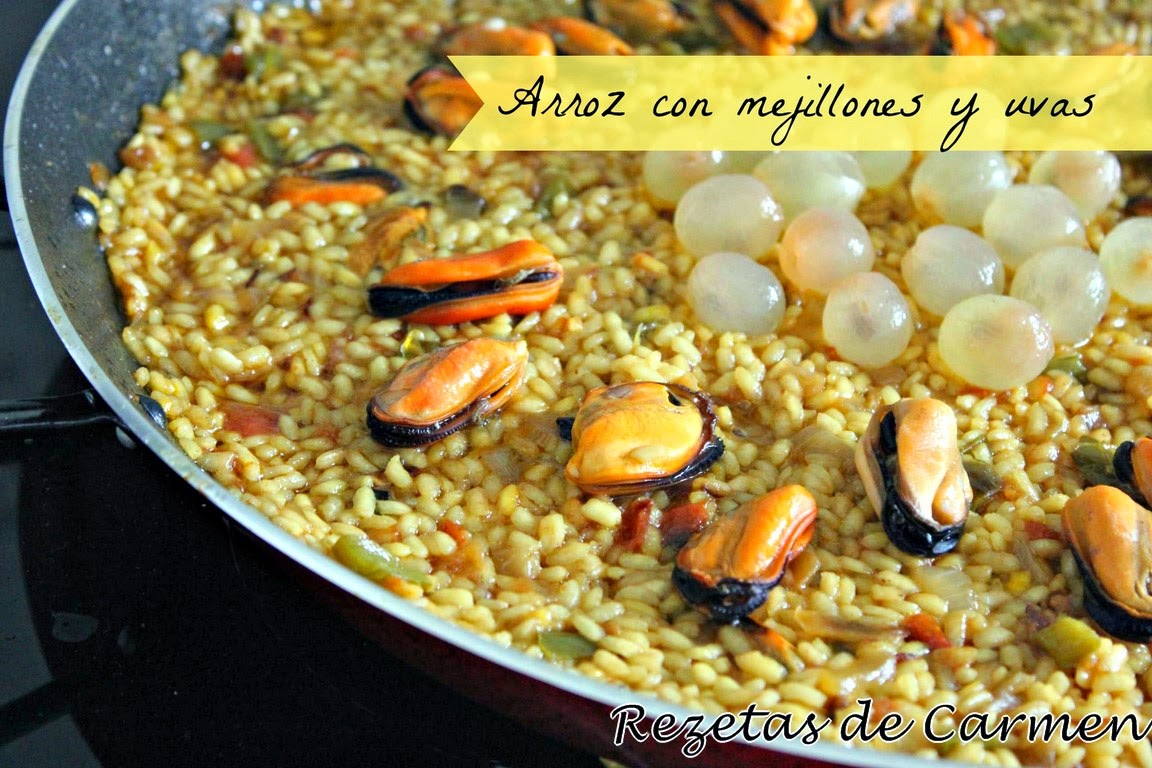 Rice with mussels and grapes
