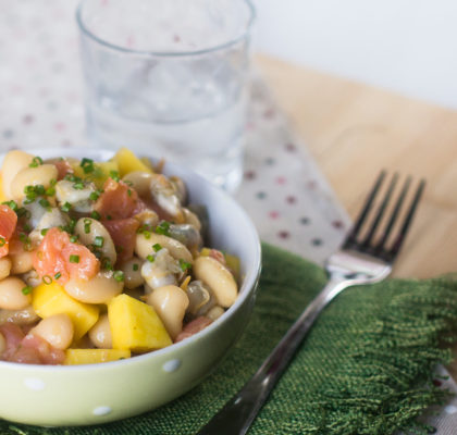 White beans salad with cockles and smoked salmon, with mango vinaigrette