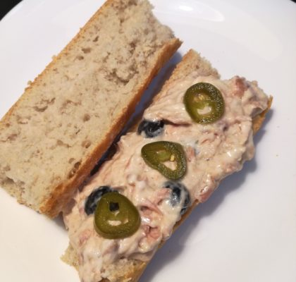 Tuna sandwich with a Mexican touch