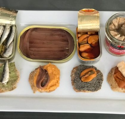 4 vegetable pâté toasts with fish preserves
