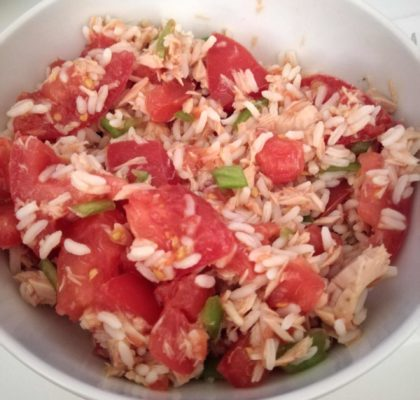 Rice salad with tomato and soused tuna