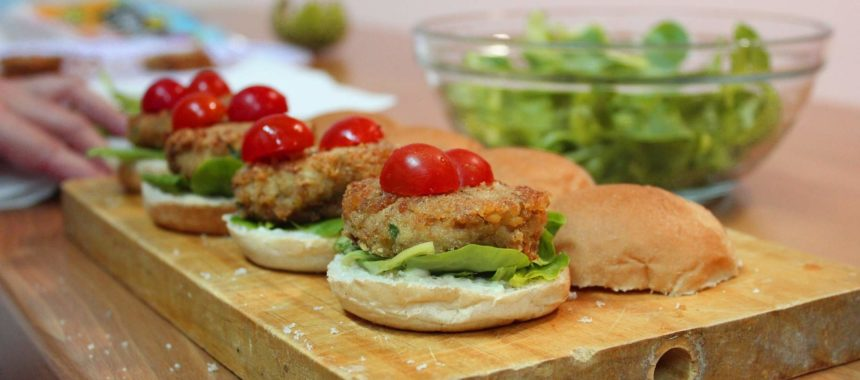 Fish burgers: two ideas with salmon and Albacore tuna
