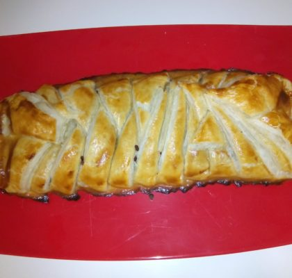 Puff pastry braid stuffed with tuna