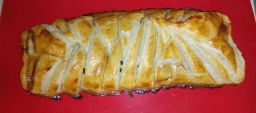 Puff pastry braid stuffed with tuna
