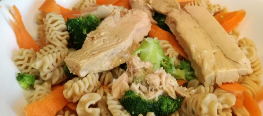 Wholegrain pasta salad with vegetables and White Tuna