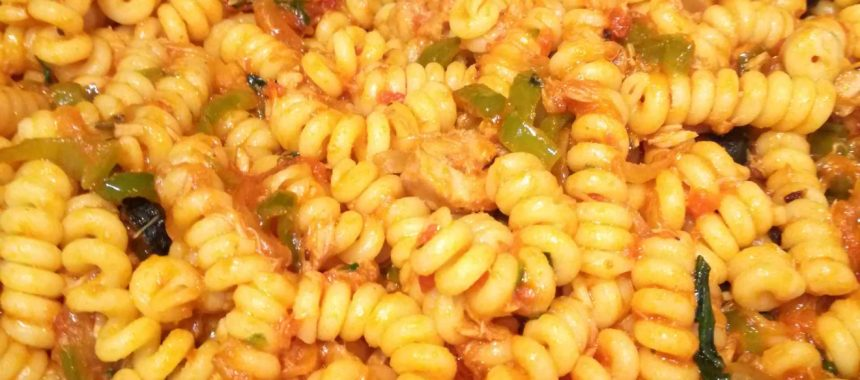 Fusilli pasta with tomato sauce, tuna and basil