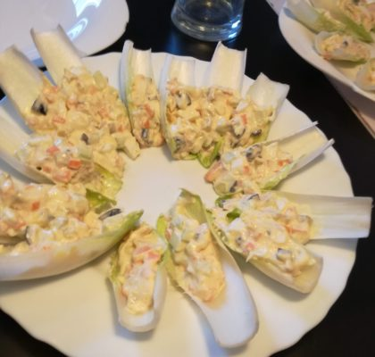 Endives stuffed with crispy salad