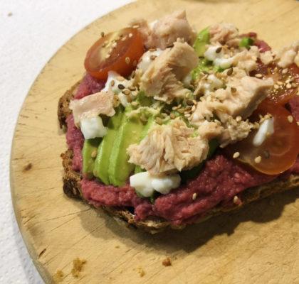 Whole-wheat bread toast with beet hummus and tuna
