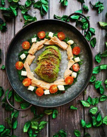 Wakame seaweed and tuna salad