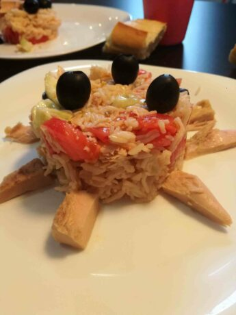 """Rice salad for Halloween. is a simply rice salad with tuna, but assembled in the shape of a """"little monster"""" or three-eyed spider."""